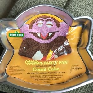 Vintage the count cake pan